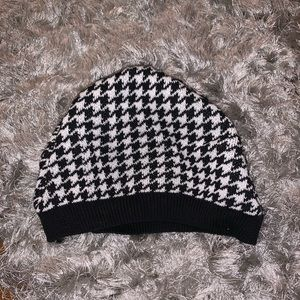 Houndstooth Beanie - Stocking Stuffer 🤶🏻